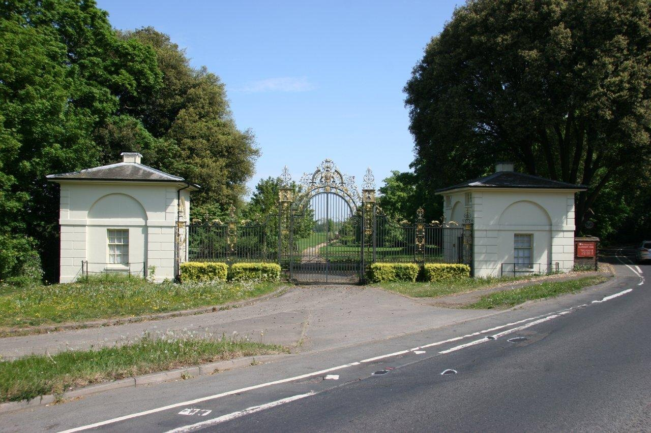 1_Gates-and-houses
